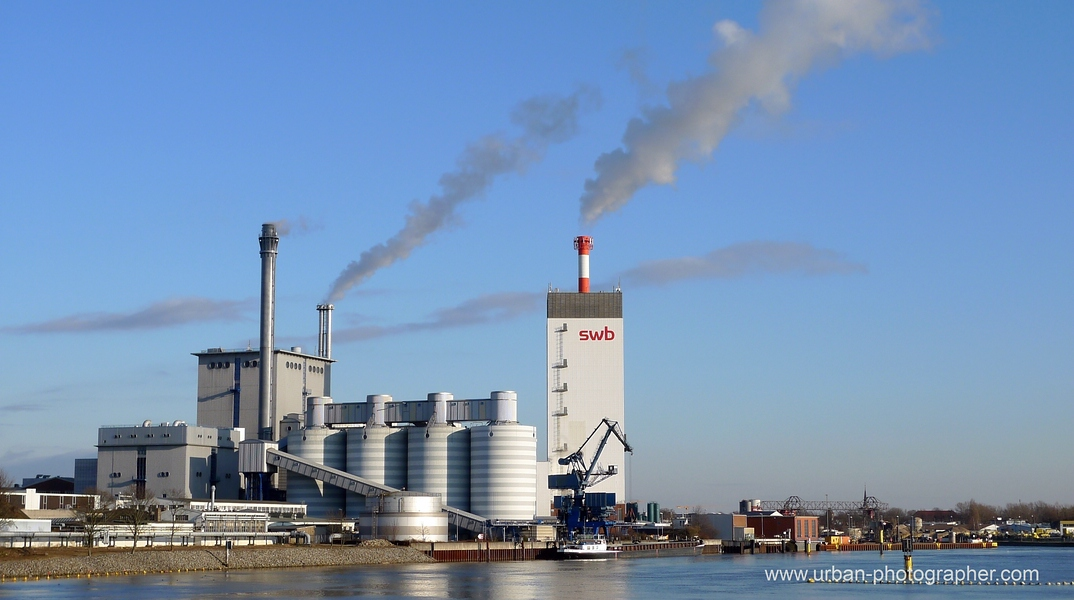 Kraftwerk Bremen-Hastedt mit Block 14 (rotweisser Schornstein) 1