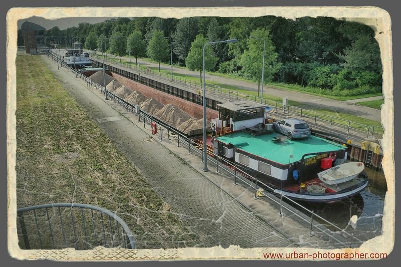 Schleusung am Weserwehr Bremen